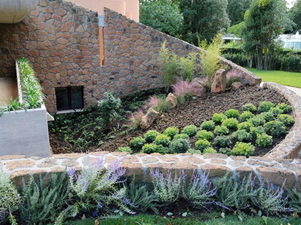 Progettazione giardini. Garden design aiuola rotonda.